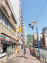 5.三井住友銀行をすぎるとデニーズとセブンイレブンがあり、それを左手に通過します